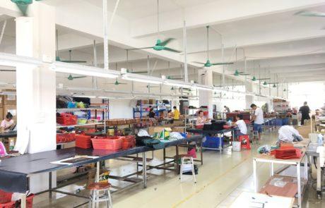 Guangzhou xiaoniu Leather bag factory