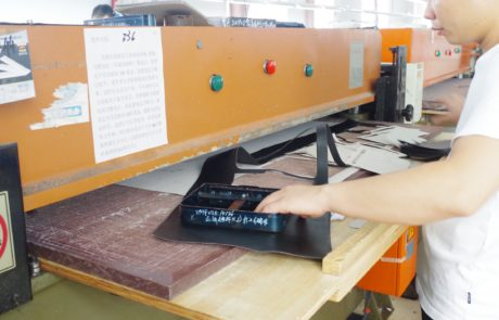 Guangzhou xiaoniu Leather bag factory stamping machine